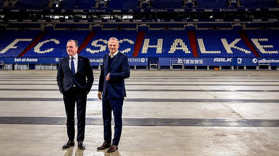 Sportvorstand Jochen Schneider (r.) mit Vereinschef Clemens Tönnies: Es geht um etwas viel Größeres, nämlich den FC Schalke 04.