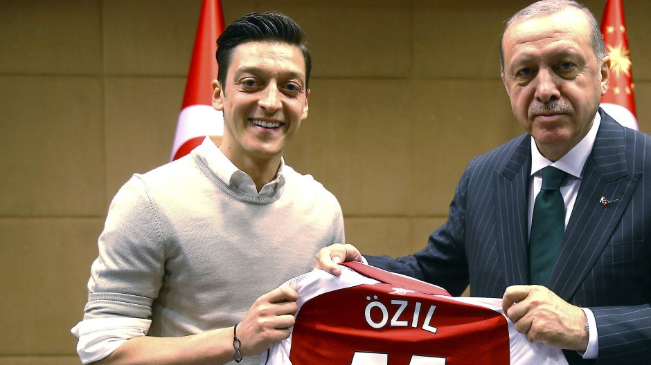 Das Foto von Özil (links) und Erdogan sorgte für große Aufregung.
