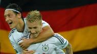 Mesut Özil wäre bei der EM 2024 35 Jahre alt, Marco Reus (rechts) ebenfalls