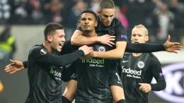 Eintracht verlängert Europatour
