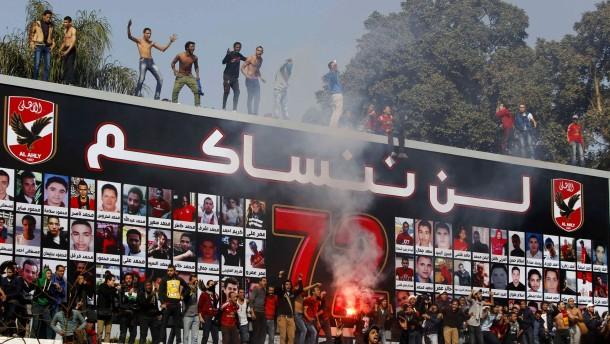 Nach den Todesurteilen feiern die Fans von Al Ahly den Richterspruch