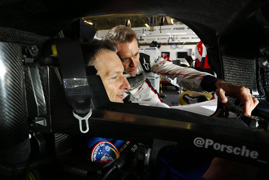"""Rennfahrer Bernhard (rechts): """"Als über Jahre geschulter Fahrer habe ich das Gefühl, ein Computer zu sein, der die Daten sammelt"""""""