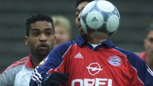 Glanzlosen Bayern bleibt Schalke auf den Fersen
