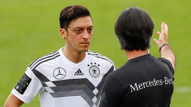 Löw nicht zufrieden mit Özil
