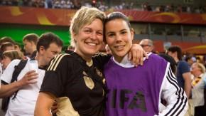 Carina Holl -Die Ehefrau der Nationaltorhüterin Ursula Holl sieht sich das Spiel Deutschland gegen Frankfreich in der WM-Arena Borussia-Park in Mönchengladbach an und trifft anschließend ihre Frau.