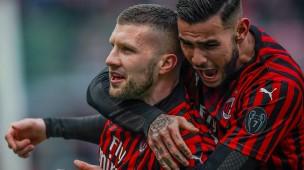 Objekt der Begierde: Ante Rebic (links) steht plötzlich auch beim AC Mailand hoch im Kurs, wie Kollege Theo Hernandez demonstriert.