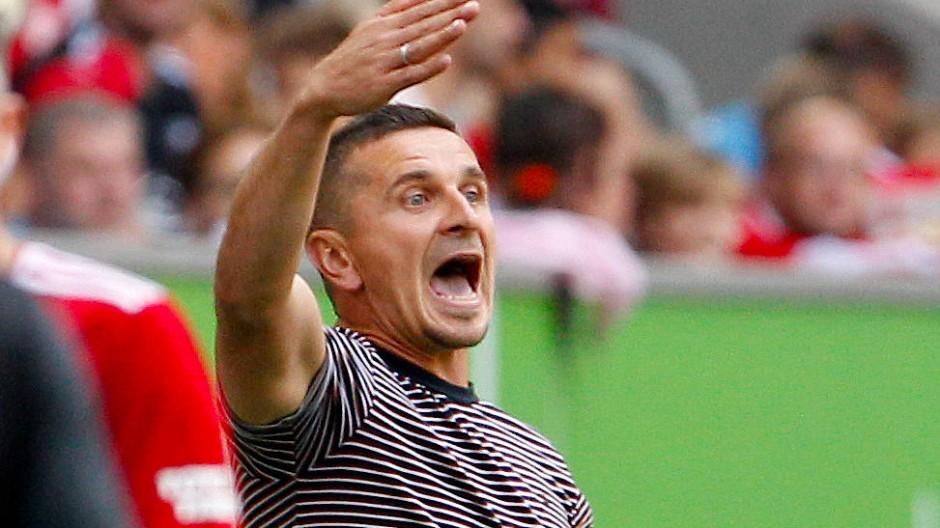 Nicht vollends zufrieden: Regensburgs Trainer Mersad Selimbegovic
