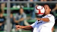 Ronaldinho rettete Milan immerhin einen Punkt in Bergamo beim 1:1-Unentschieden