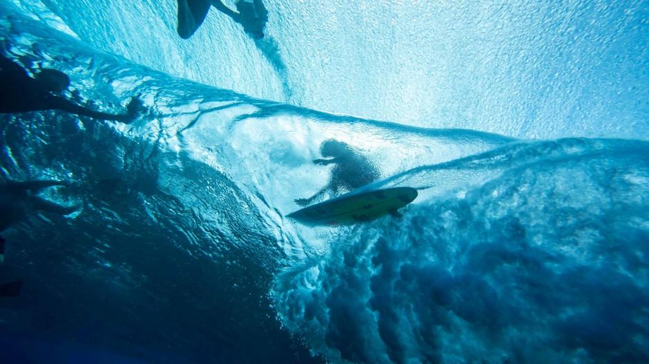Ja, wer surfte denn da? Olympia 2024 findet vor Tahiti statt.