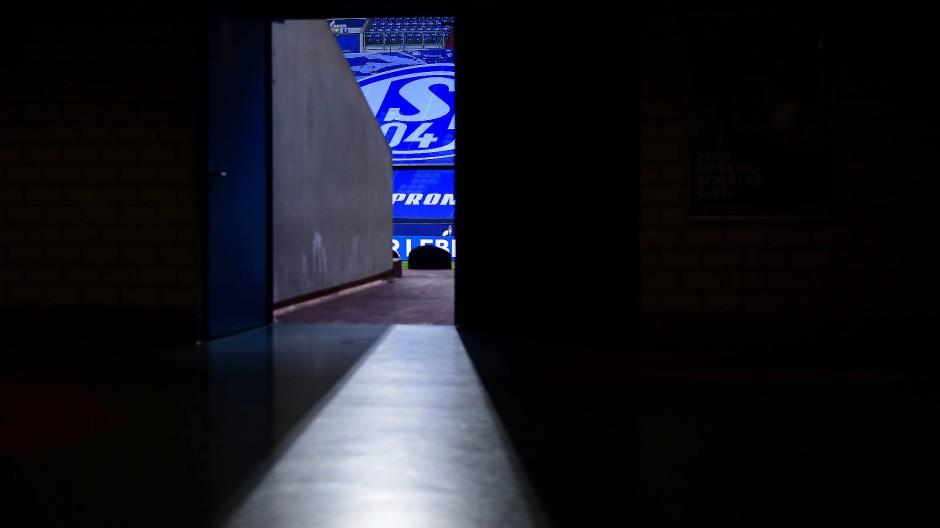 Es wird dunkel auf Schalke: Der Bundesliga-Abstieg steht nun fest.