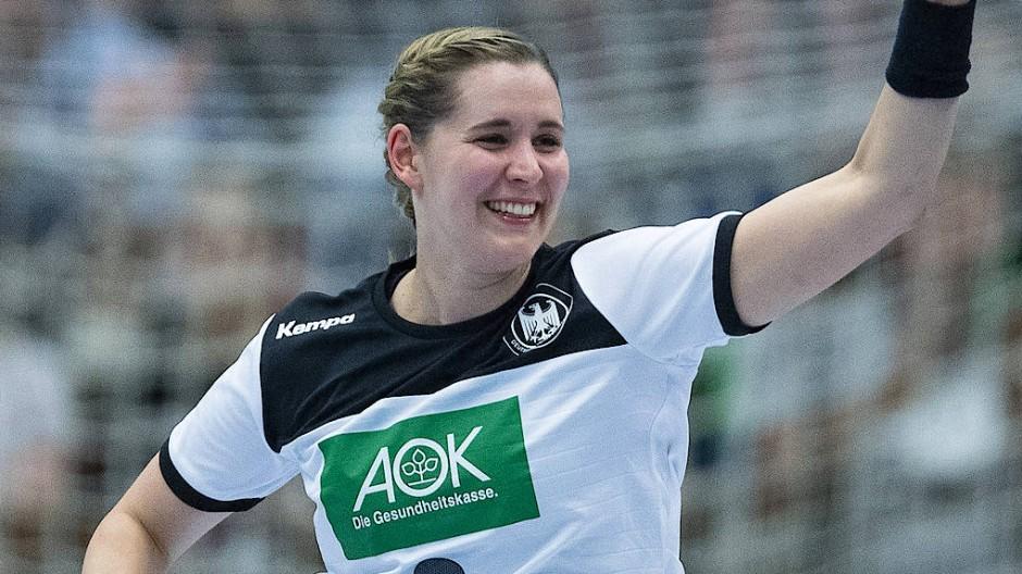 Nicht nur Marlene Zapf freut sich über den deutschen Sieg.