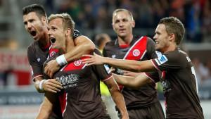 St. Pauli und Aue sind die ersten Sieger