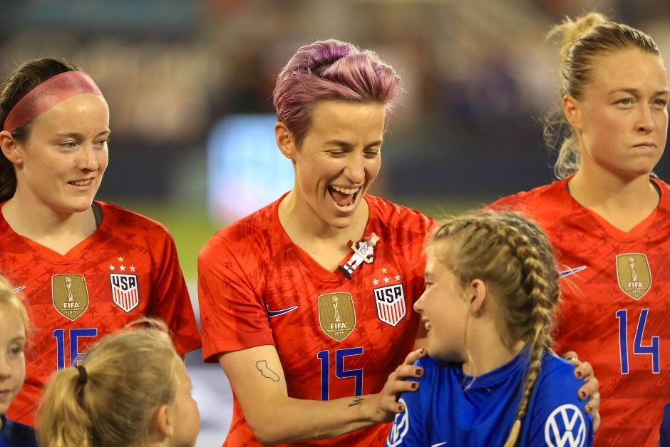 Vorbild für viele: Fußball-Star Megan Rapinoe (Mitte)