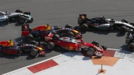 Sebastian Vettel wurde ins Red-Bull-Sandwich von Daniil Kwjat (links) und Daniel Ricciardo (oben) genommen.