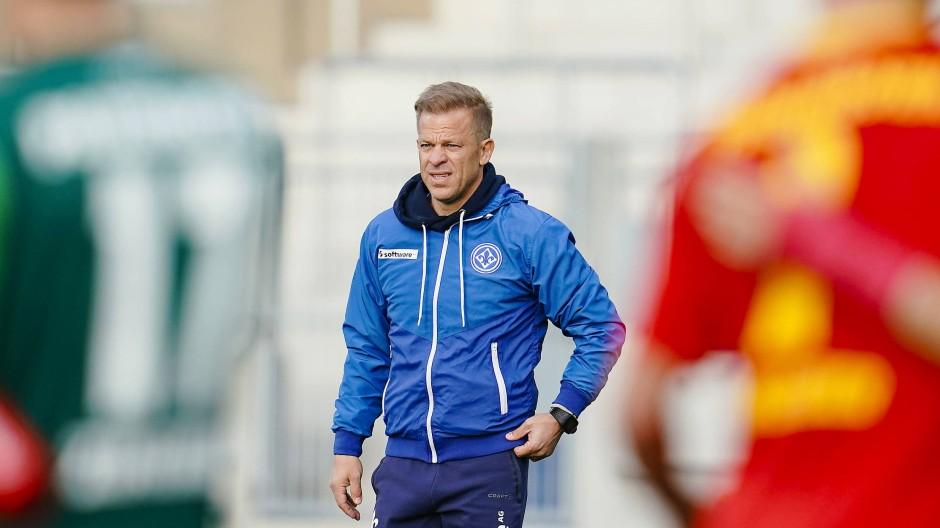 Hilflos am Spielfeldrand: Lilien-Trainer Markus Anfang beim Debakel gegen Paderborn