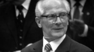 Honecker scheitert am Bau seiner geistigen Mauer
