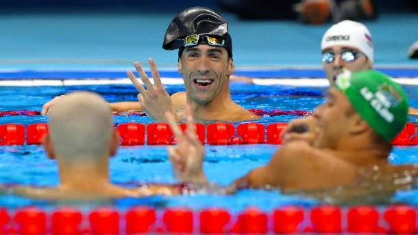 Phelps letztes Einzelrennen endet spektakulär