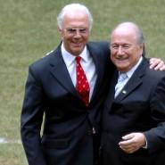 Schulterschluss mit Folgen? Franz Beckenbauer (l., mit Fifa-Präsident Blatter) steht im Fokus von Ermittlungen