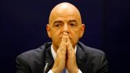 Auf Anweisung des Präsidenten: Brisanter Mail-Verkehr belastet Gianni Infantino.