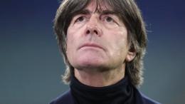 Bundestrainer Löw darf weitermachen