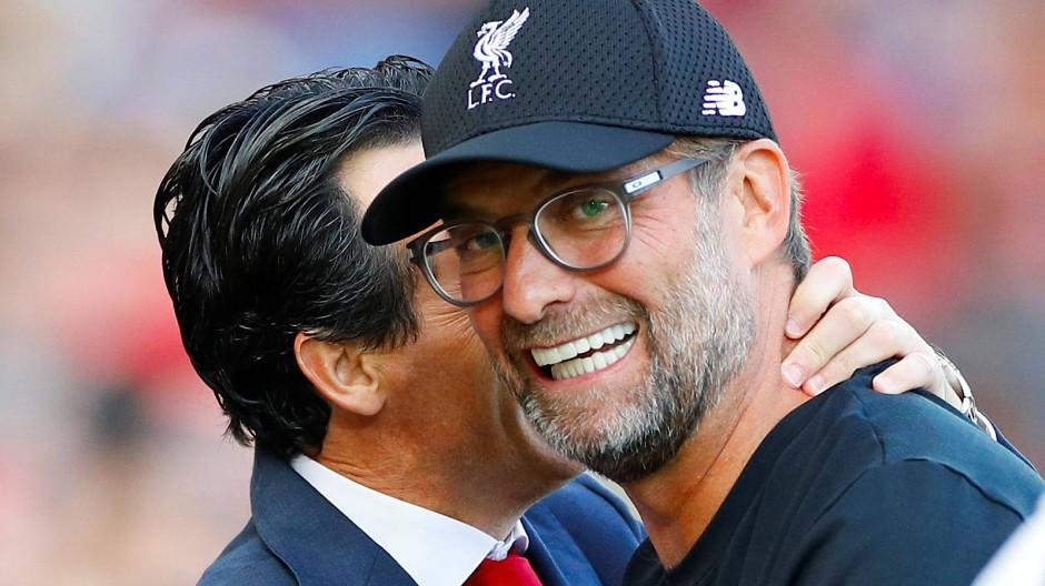 Beste Laune in England: Jürgen Klopp (rechts) siegt mit Liverpool gegen Unai Emerys Arsenal.