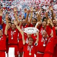 Mal wieder Meister: Philipp Lahm lupft die Schale