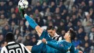 Unglaublich, aber wahr: Cristiano Ronaldo trifft per Fallrückzieher.