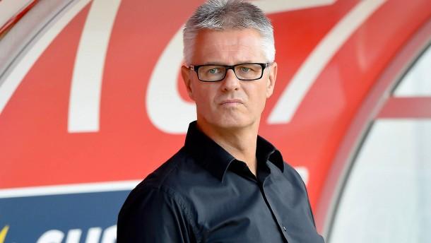 Sportdirektor greift DFB an
