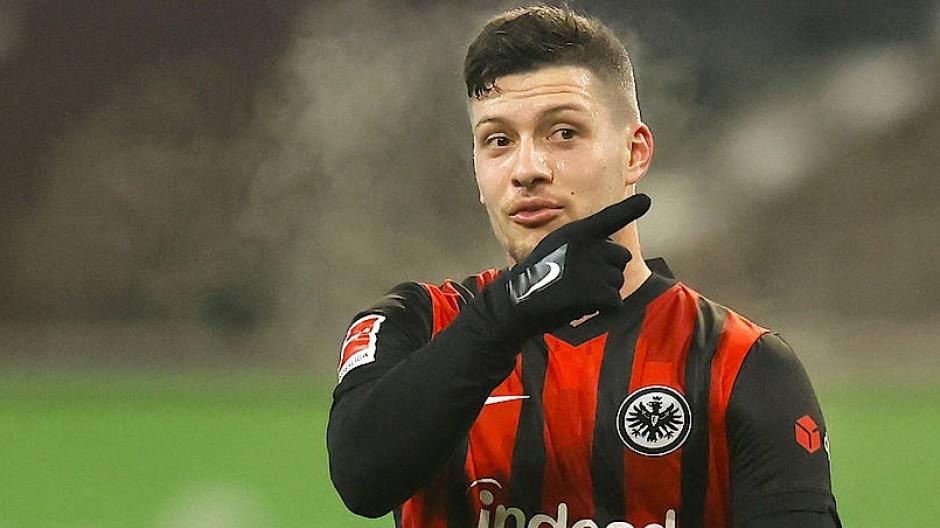 Da geht´s lang: Mit Luka Jovic will die Eintracht wieder weiter nach oben.