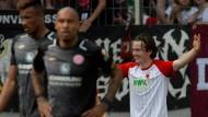 Schlappe Mainzer, jubelnder Augsburger: Michael Gregoritsch hat den FCA zum Klassenverbleib geführt