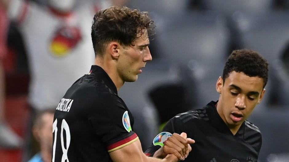 Leon Goretzka (l.) und Jamal Musiala – zwei Bayern retten Jogi Löw und die DFB-Mannschaft.