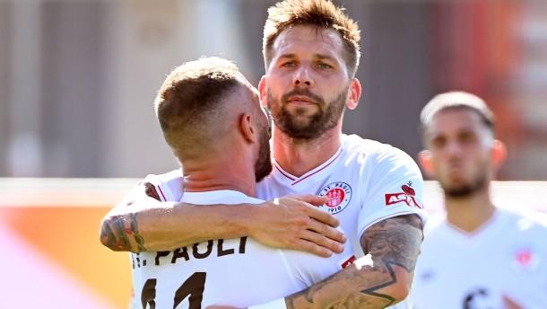 St. Pauli lässt dem KSC keine Chance