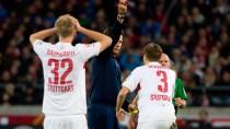 Und tschüss: Schiedsrichter Kinhöfer schickt Schwaab vom Platz
