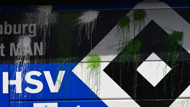 Attacke auf HSV-Bus vor Derby in Bremen