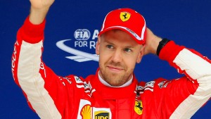 Vettel rast den Mercedes davon