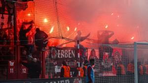 Leverkusen-Spieler ärgern sich nach Pyro-Eklat