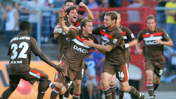 St. Pauli spielt Karlsruhe an die Wand