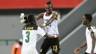 Ghanaische Freude: Asamoah Gyan (l.) , Harrison Afful und Daniel Amartey (r.) bejubeln das Weiterkommen