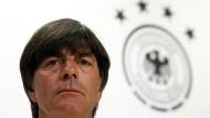 Löw und Özil sprechen vor Italien-Spiel