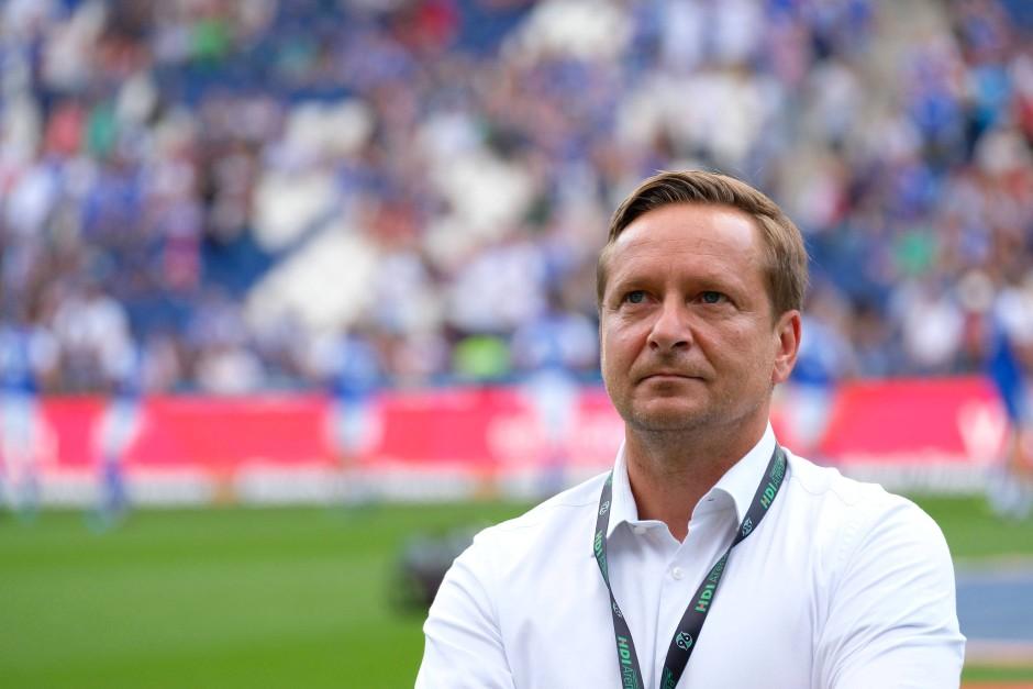 Voller Rührung: Hannovers Manager Horst Heldt vor dem Spiel gegen seinen ehemaligen Klub
