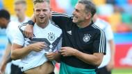 Trainer Kuntz, hier mit Arne Maier, mag die Idee nicht, auf Ergebnis zu spielen