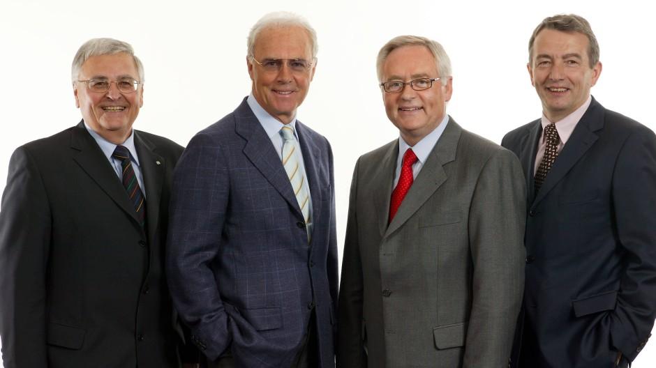 Da waren sie noch ein Team (von links): Theo Zwanziger, Franz Beckenbauer, Horst R. Schmidt und Wolfgang Niersbach 2004 in Frankfurt