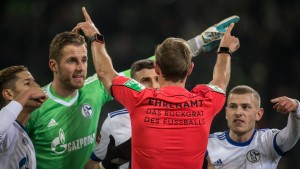 Eigentor und Videobeweis helfen Schalke