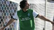 Da bin ich wieder: Claudio Pizarro entschied das Spiel gegen Gladbach mit zwei Toren bei der zweiten Rückkehr in die Bremer Bundesligamannschaft