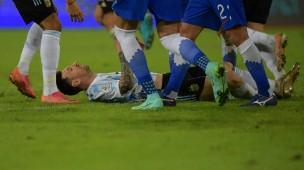 Messi am Boden? Immerhin trifft er mit einem Freistoßtor für Argentinien.