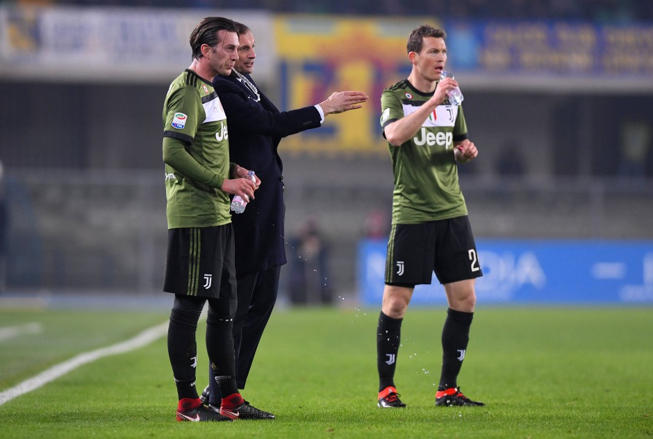 Die Routiniers verstehen des Trainers Sprache:  Massimiliano Allegri mit Federico Bernardeschi und Stephan Lichtsteiner