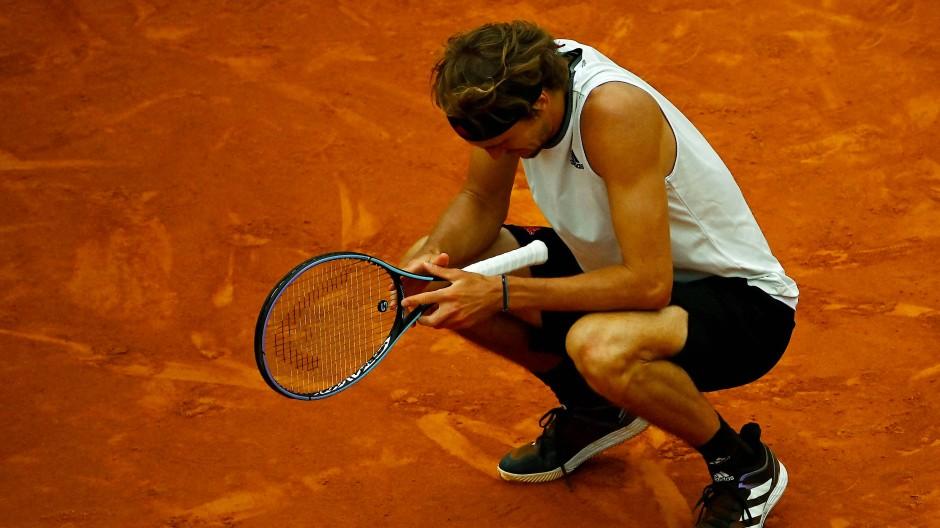 Diesmal wird Alexander Zverev von Rafael Nadal in die Knie gezwungen.