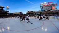 Wie früher auf dem zugefrorenen See: Eishockey im Freien