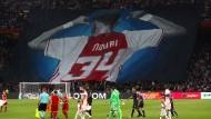 Ajax Amsterdam und die Fans haben Abdelhak Nouri nicht vergessen.