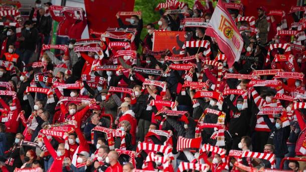 Kruse köpft Union vor Fans nach Europa